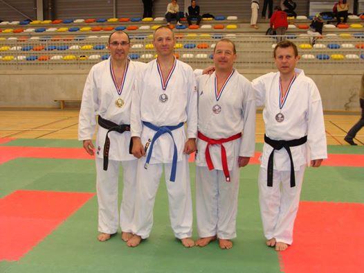 Gérard Arnault ceinture rouge
